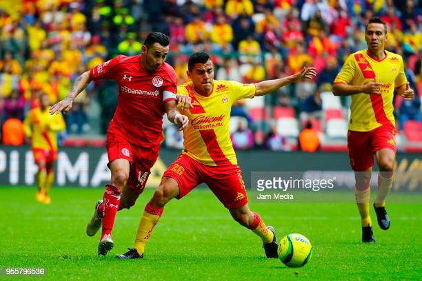 Rubens Sambueza of Toluca and Aldo Gonzalez of Morelia fight for the ball during the quarter finals second leg match between Toluca and Morelia as...