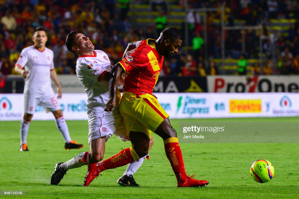 Rubens Sambueza (L) of Toluca and Gabriel Achilier (R) of Morelia fight for the ball during the 15th round match between Morelia and Toluca as part of the Torneo Clausura 2018 Liga MX at Jose Maria Morelos Stadium on April 14, 2018 in Morelia, Mexico.