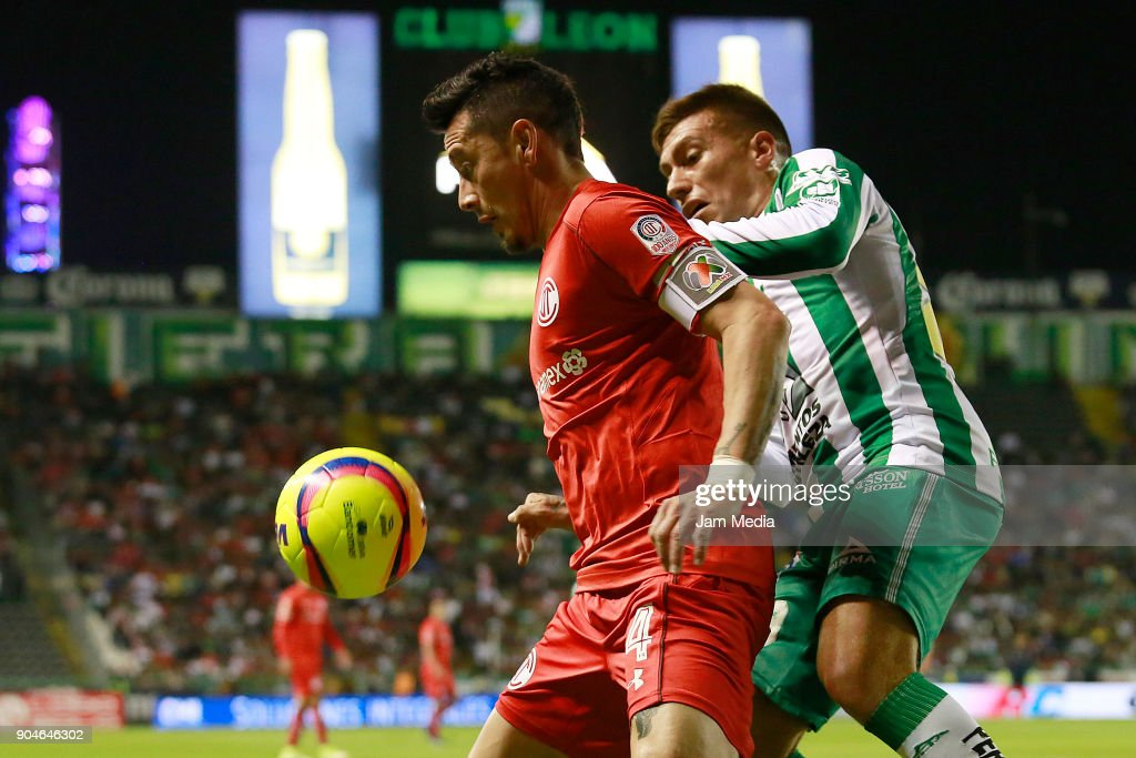 Rubens Sambueza (L) of Toluca and Juan Cornejo of Leon fight for the ball during the second round match between Leon and Toluca as part of the Torneo Clausura 2018 Liga MX at Leon Stadium on January 13, 2018 in Leon, Mexico.
