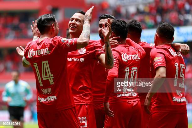 Rubens Sambueza of Toluca celebrates with teamates during the quarter finals second leg match between Toluca and Morelia as part of the Torneo...