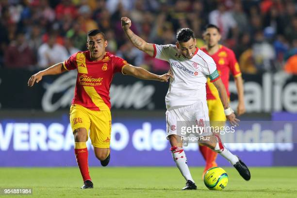 Rubens Sambueza of Toluca fights for the ball with Aldo Rocha of Morelia during the quarter finals first leg match between Morelia and Toluca as part...