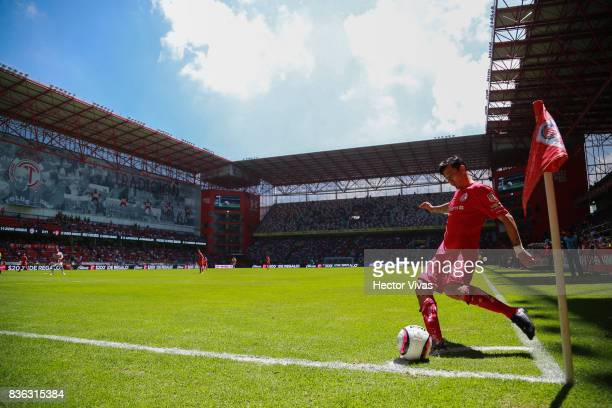 Rubens Sambueza of Toluca kicks the ball during the fifth round match between Toluca and Necaxa as part of the Torneo Apertura 2017 Liga MX at...