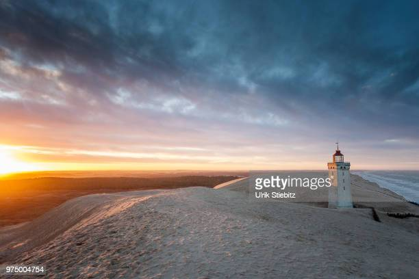 rubjerg knude lighthouse at sunset, lonstrup, rubjerg, hjorring municipality, denmark - デンマーク ストックフォトと画像