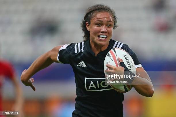 Ruby Tui of New Zealand breaks away to score a try during the Women's Cup semi final between New Zealand and Canada during the HSBC Paris Sevens at...