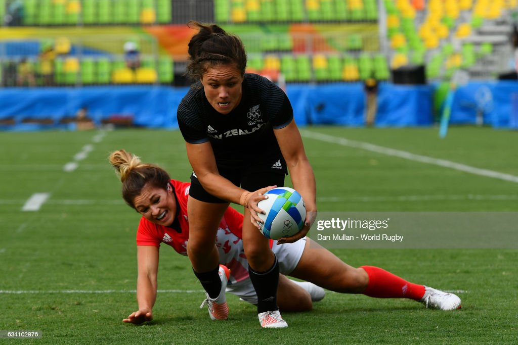 Ruby Tui of New Zealand holds off Amy Wilson Hardy of Great Britain to score a try during the Women's Rugby Sevens Semi Final match between Great Britain and New Zealand on day 3 of the Rio 2016 Olympic Games at Deodoro Stadium on August 8, 2016 in Rio de Janeiro, Brazil.