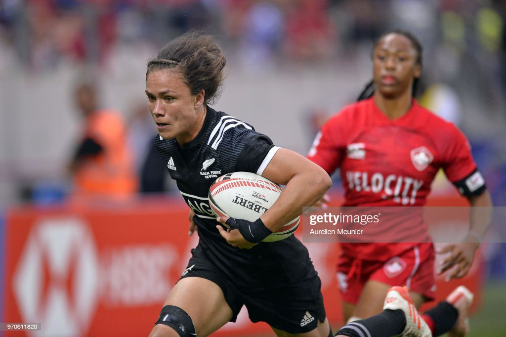 Ruby Tui of New Zealand scores a try during match between New Zealand and Canada at the HSBC Paris Sevens, stage of the Rugby Sevens World Series at Stade Jean Bouin on June 9, 2018 in Paris, France.