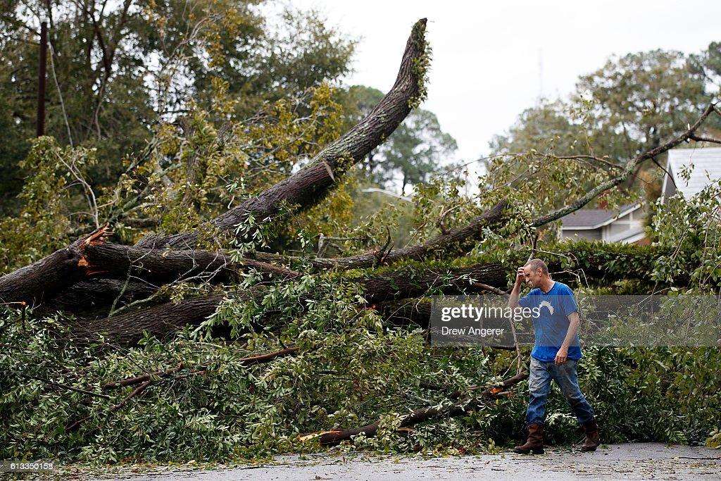 Hurricane Matthew Bears Down On Atlantic Coast : News Photo