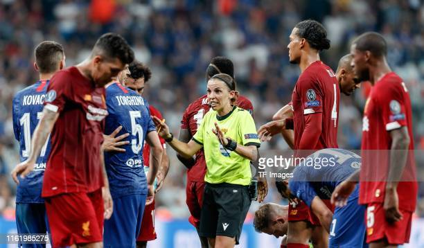 Rudelbildung um Referee Stephanie Frappart during the UEFA Super Cup match between FC Liverpool and FC Chelsea at Vodafone Park on August 14 2019 in...