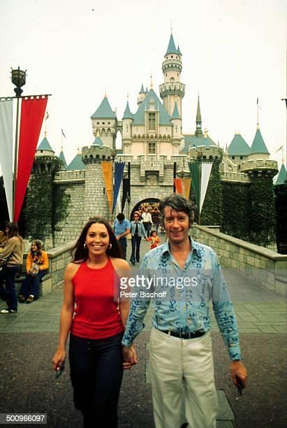 Rudi Carrell Anke Bobbert Disneyland Los Angeles USA Cindarellas Schloss Showmaster Moderator Entertainer Promi BB Foto PBischoff Sc