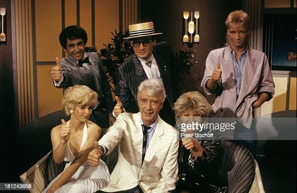 "Rudi Carrell , Brigittte Laufenthaler , Petra Nassmacher , dahinter Vinzenzo Polsini , Thomas Lauks , Peter Stahl , ARD-Show ""Die Rudi Carrell-Show""..."