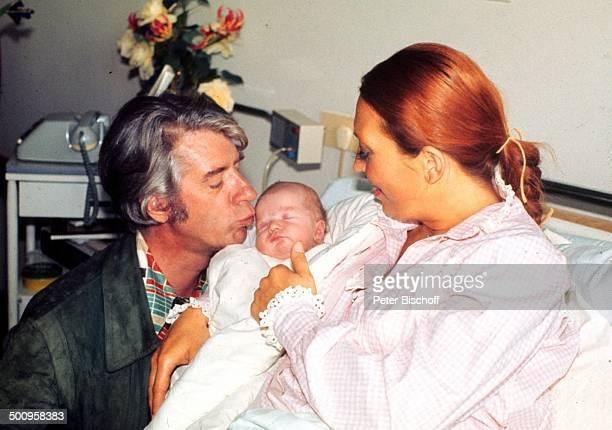 Rudi Carrell Ehefrau Anke Carrell Sohn Alexander Carrell Krankenhaus/'Links der Weser' Bremen/Deuschland Entbindung Baby Säugling Kind Showmaster...