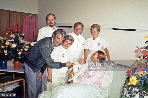 Rudi Carrell Ehefrau Anke Carrell Sohn Alexander Carrell Krankenschwester ÄrzteTeam Chefarzt Dr Luck Krankenhaus/'Links der Weser' Bremen/Deuschland...