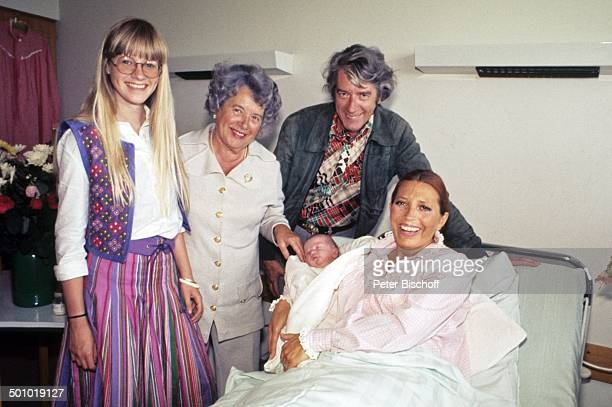 Rudi Carrell Ehefrau Anke Carrell Sohn Alexander Carrell Tochter Anemieke Kasselaar Rudus Mutter Catarina Kasselaar Krankenhaus/'Links der Weser'...