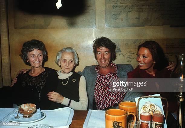 Rudi Carrell Ehefrau Anke ihre Mutter Erna Bobbert und Ankes Oma Hermine Lambach Restaurant Bremen Deutschland Showmaster Moderator Entertainer Promi...