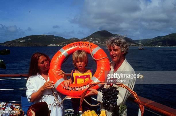 Rudi Carrell Ehefrau Anke Sohn Alexander am Rande der 'Traumschiff'Dreharbeiten ZDFSerie MS 'Astor' Kreuzfahrt Schiff Rettungsring Puerto Rico...