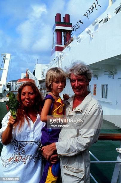 Rudi Carrell Ehefrau Anke Sohn Alexander Kesselaar am Rande der 'Traumschiff'Dreharbeiten ZDFSerie MS 'Astor' Kreuzfahrt Schiff Puerto Rico Karibik...