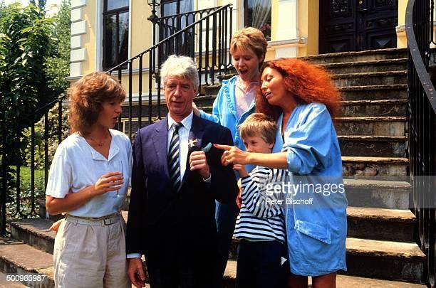 Rudi Carrell Ehefrau Anke Tochter Caroline Kesselaar Tochter Annemieke Kesselaar Sohn Alexander Kesselaar 'BundesverdienstkreuzVerleihung' Homestory...