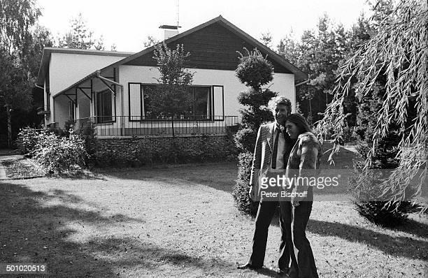 Rudi Carrell Freundin Anke Bobbert Homestory Belgien Europa sw schwarzweißMotiv Entertainer Showmaster Sänger Schauspieler Promi OH/OH Foto...