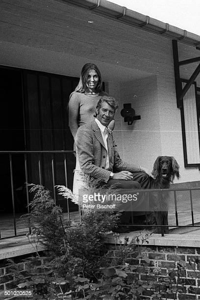 Rudi Carrell Freundin Anke Bobbert Hund Boss Homestory Belgien Europa sw schwarzweißMotiv Haustier Tier Setter Entertainer Showmaster Sänger...