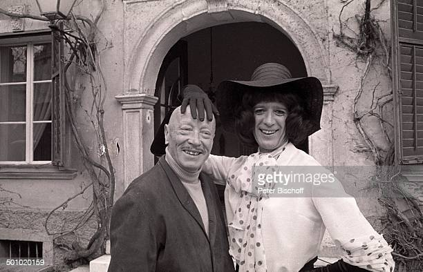 Rudi Carrell Hubert von Meyerinck Hilfe die tollen Tanten kommen Velden Wörthersee Kärnten Österreich Maske Kostüm kostümiert Perücke sw...