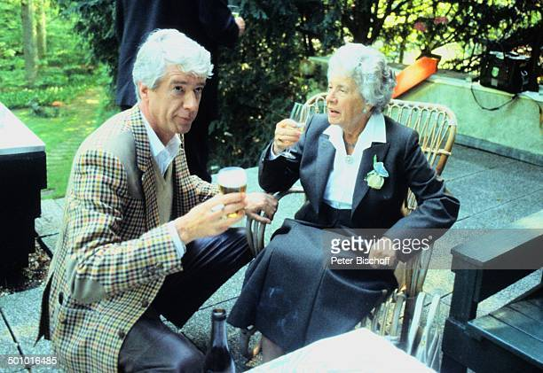 Rudi Carrell Mutter Catarina Kesselaar Hochzeit von Bruder A D R I A A N K E S S E L A A R Hilversum Holland Europa BierGlas SektGlas Getränk...