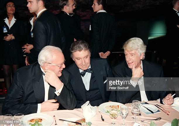 Rudi Carrell Peter Alexander Roman Herzog BambiVerleihung 1996 Leipziger Gewandhaus Tisch Politiker Showmaster Sänger Schauspieler Entertainer