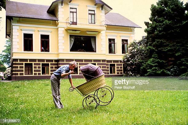 Rudi Carrell Sohn Alexander Carrell Homestory Wachendorf Syke bei Bremen/Deuschland Baby Kind Vater Kinderwagen Haus Showmaster Sänger Schauspieler...