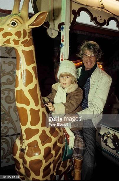 Rudi Carrell Sohn Alexander Freimarkt Bremen Karussel Giraffe Schal Brille Mütze Kind Showmaster Moderator
