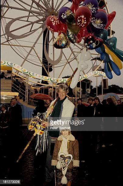 Rudi Carrell Sohn Alexander Freimarkt Bremen Luftballon Lebkuchenherz Riesenrad Schal Brille Mütze Kind Showmaster Moderator