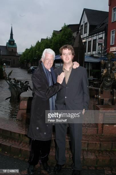 Rudi Carrell Sohn Alexander vor der Verleihung des MünchhausenPreises der Stadt Bodenwerder 2005 Bodenwerder an der Weser Deutschland