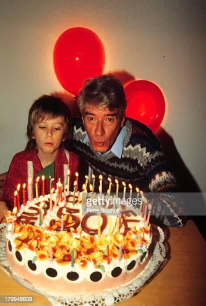 Rudi Carrell Sohn AlexanderGeburtstagstorte zum 50 GeburtstagKerzen Lampe Kind Kinder Showmaster Moderator Entertainer