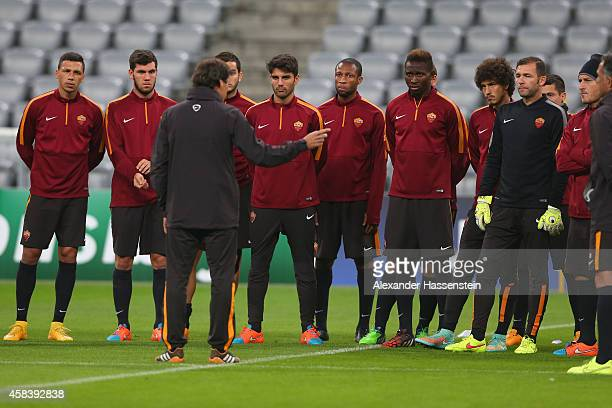 Rudi Garcia, head coach of AS Roma talks to his player during a AS Roma training session prior to their UEFA Champions League match against FC Bayern...