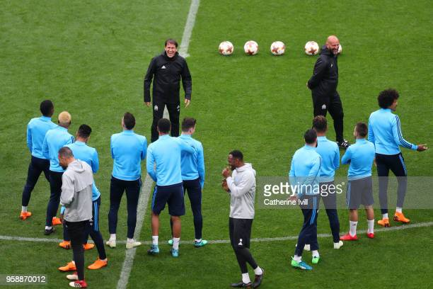 Rudi Garcia head coach of Marseille speaks to his players during an Olympique de Marseille training session ahead of the the UEFA Europa League Final...