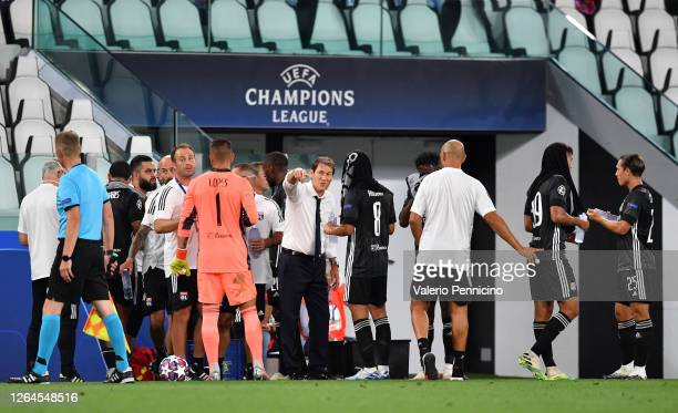 Rudi Garcia, Head Coach of Olympique Lyon gives his team instructions during the UEFA Champions League round of 16 second leg match between Juventus...