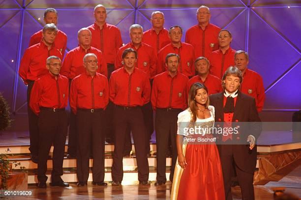 """Rudi Giovannini und Belsy mit dem Chor """"Choro Monti Pallidi"""" , ZDF-Musikshow """"Grand Prix der Volksmusik"""" 2006, München, Deutschland, , P.-Nr...."""