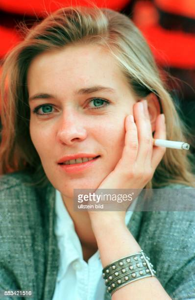 Rudnik Barbara * Schauspielerin D mit Zigarette