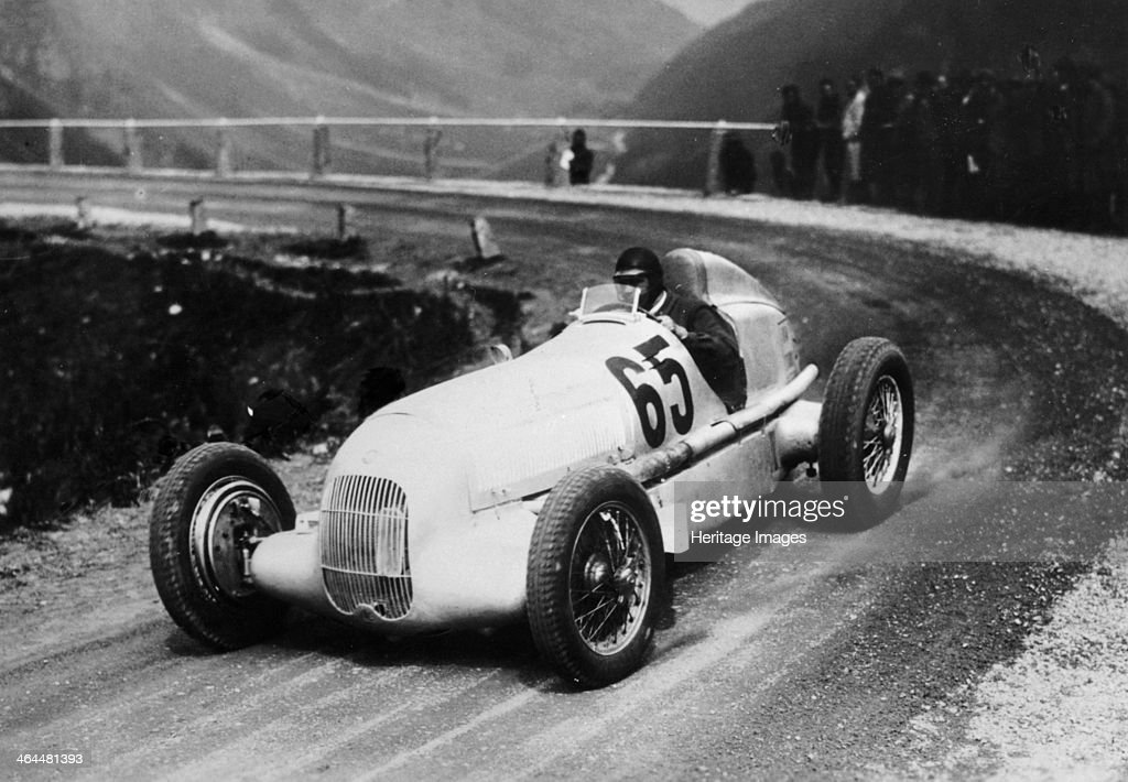 Rudolf Caracciola driving Mercedes-Benz W25 Grand Prix car, c1934-c1935. : News Photo