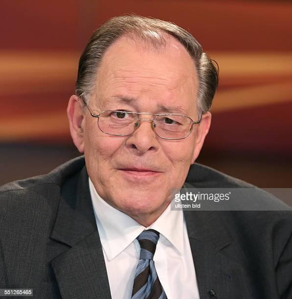 """Rudolf Dreßler in der ARD-Talkshow """"ANNE WILL"""" am in Berlin Thema der Sendung: Blutiger Nahost-Konflikt - Wer wird für die Eskalation verantwortlich..."""