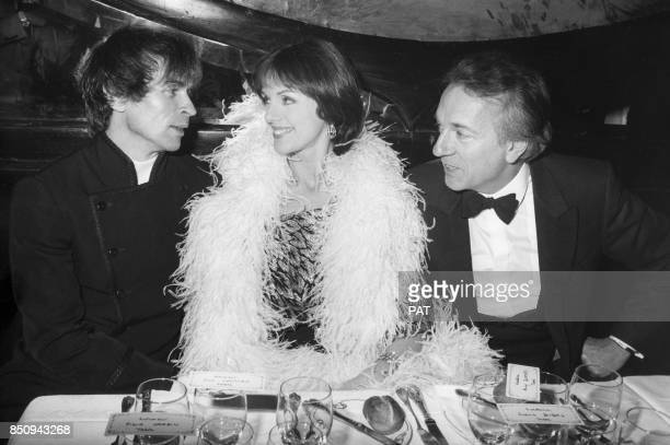 Rudolf Noureev, Anny Duperey et Jean-Pierre Cassel Maxim's lors d'un dîner chez Maxim's le 18 février 1983 à Paris, France.