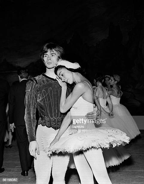 Rudolf Noureiev and Margot Fonteyn in 'The Swans lake ' of Tchaikovski to the theater of the ChampsElysees Paris November 1963