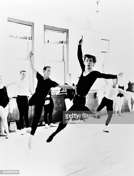 Rudolf Nureyev in dance class 1962