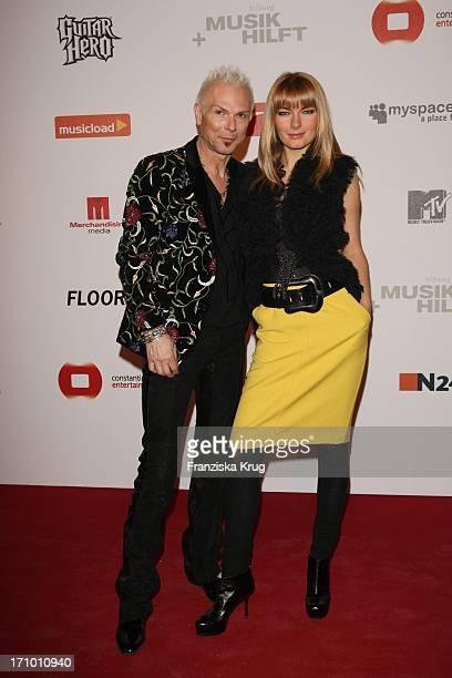 Rudolf Schenker Von Den Scorpions Mit Freundin Tatyana Beim Charity Dinner Der Stiftung Musik Hilft Im Humbold Umspannwerk In Berlin