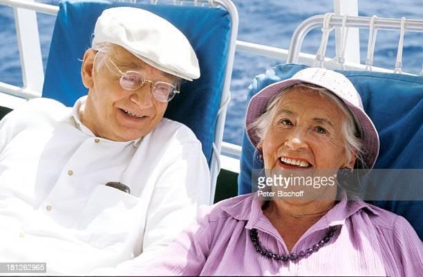 'Traumschiff' Folge 10 Episode 2 'Karl und Anna' Kenia/Afrika MS 'Astor' Meer Deck Reling Hut Brille Schauspielerin Schauspieler Promis Prominente...