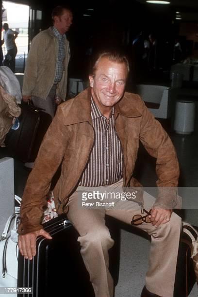 Rudolf Schock Flughafen Newark New Jersey USA Nordamerika Koffer Sänger