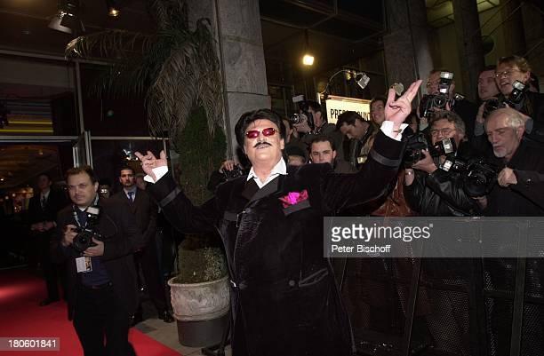 """Rudolph Moshammer, Premiere Kinofilm """"6 6 6- TRAUE KEINEM, MIT DEM DU SCHLÄFST!"""", München, Ankunft, roter Teppich, Sonnenbrille,"""