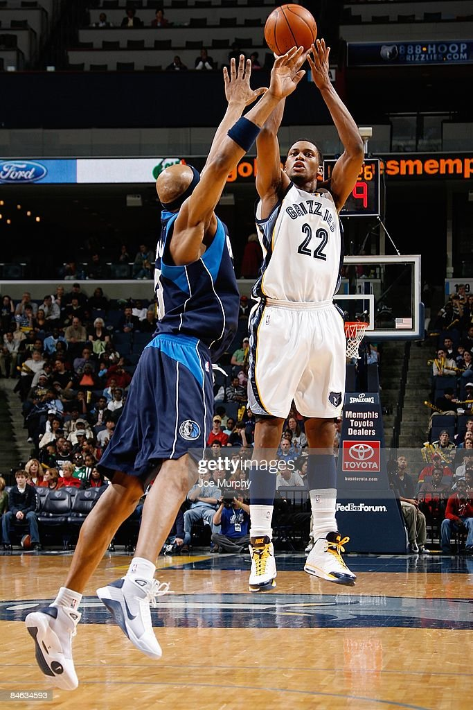 Dallas Toyota Dealers >> Rudy Gay Of The Memphis Grizzlies Shoots A Jumper Over James