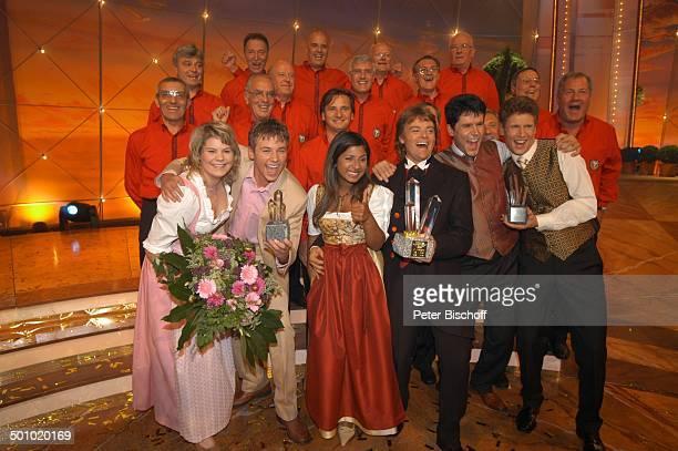 """Rudy Giovannini und Belsy mit dem Chor """"Choro Monti Pallidi"""" , """"Claudia und Alexx"""" , """"Vincent und Fernando"""" , 1-3. Sieger der ZDF-Musikshow """"Grand..."""