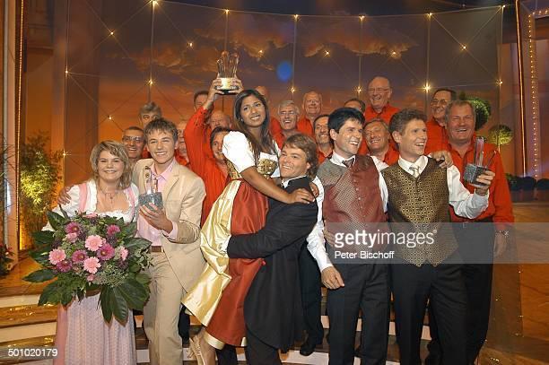 Rudy Giovannini und Belsy mit dem Chor Choro Monti Pallidi Claudia und Alexx Vincent und Fernando 13 Sieger der ZDFMusikshow Grand Prix der...