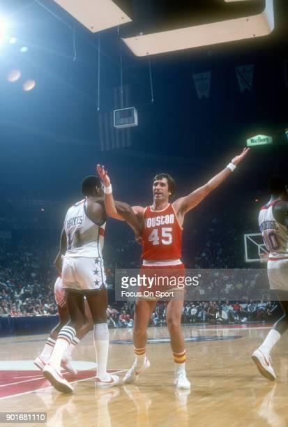 Rudy Tomjanovich of the Houston Rockets fights for position with ElvinHayes of the Washington Bullets during an NBA basketball game circa 1979 at the...