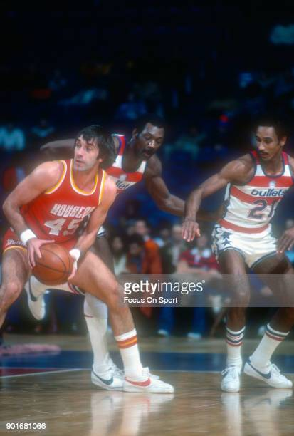 Rudy Tomjanovich of the Houston Rockets in action against the Washington Bullets during an NBA basketball game circa 1977 at the Capital Centre in...